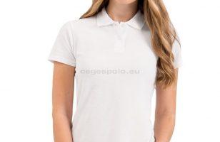 A fehér női póló csinos, sokoldalú és minden alkalommal öltöztet