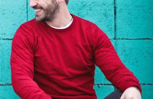 Egy jól tervezett egyedi, hímzett pulóver több, mint munkaruha!